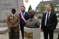 Avec Walter Benjamin, adjoint au surintendant du cimetière américain de Saint-James et Timothy Ramier, secrétaire de l'American Overseas Memorial Day.