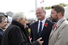 Avec Philippe Bas, président du Conseil départemental de la Manche, Jean-François Legrand, ex-président du Conseil général de la Manche, et Simon Crowcroft, connétable de St Helier, à l'issue de la cérémonie officielle.