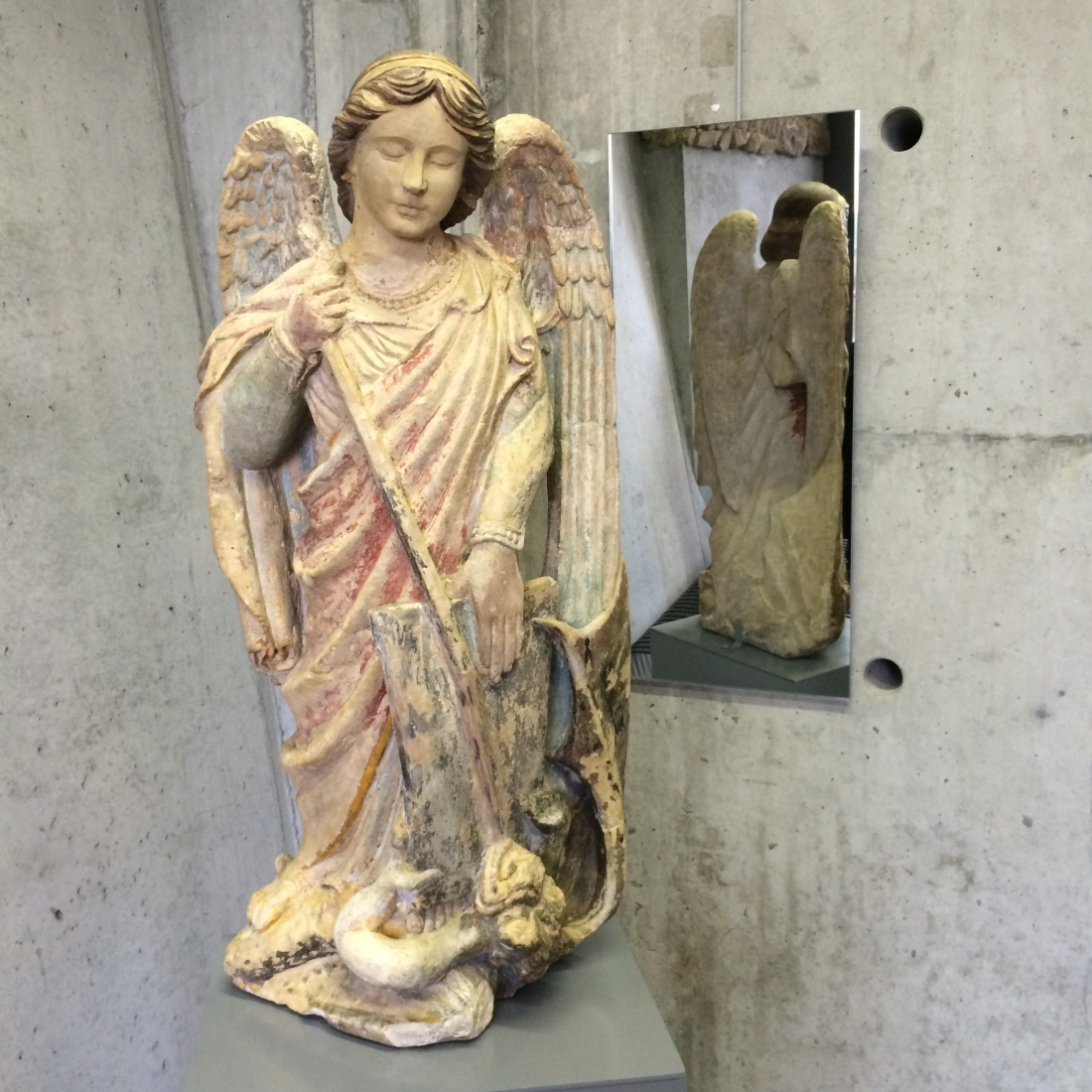 La statue de saint Michel restaurée grâce à la subvention du club des mécènes de la Manche